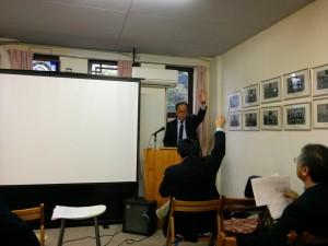 福音主義新学会西部部会総会で議事を進行する岸本学院長