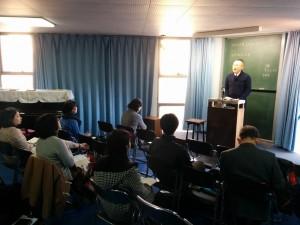 チャペルで説教をされる舛田牧師