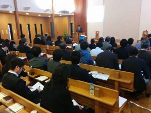 講演する本学院教師池田
