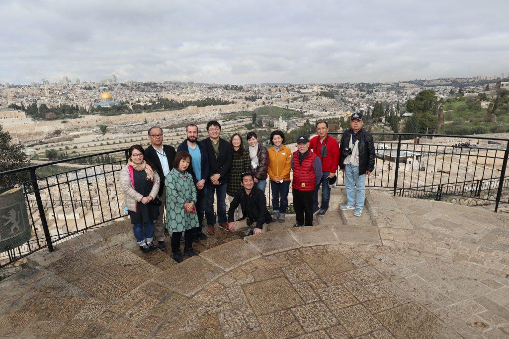 オリーブ山からエルサレム旧市街を背景に